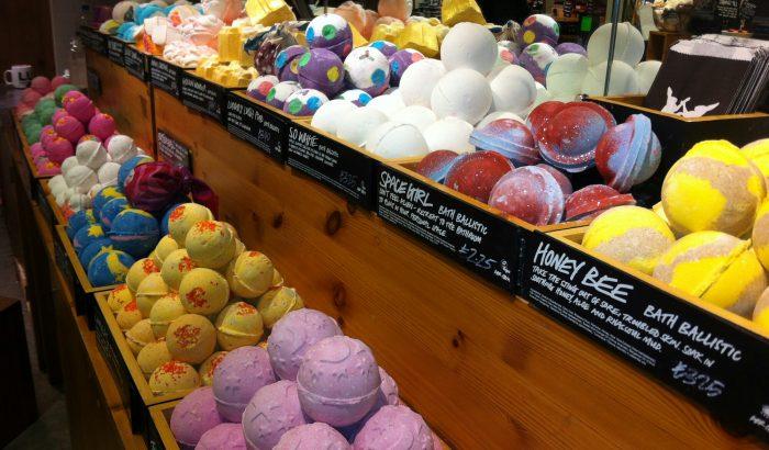 I negozi lush di verona e padova a sostegno del transgenderismo osservatorio gender - Bombe bagno lush ...