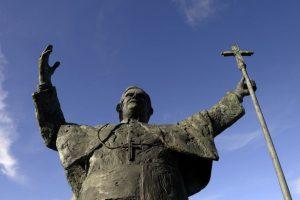 l43-vaticano-benedetto-statua-130212133729_big