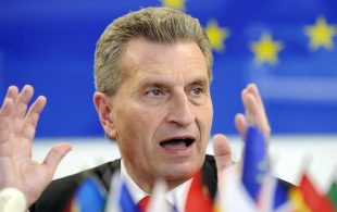 epa04260502 EU Energy Commissioner Guenther Oettinger speaks during a news conference of European Commission, in Vienna, Austria, 16 June 2014, after the meetings on energy security in Kiev. Oettinger warned that Europe could face problems getting enough gas in the cold season if the gas dispute between Russia and the major transit country Ukraine is not solved.  EPA/HANS PUNZ