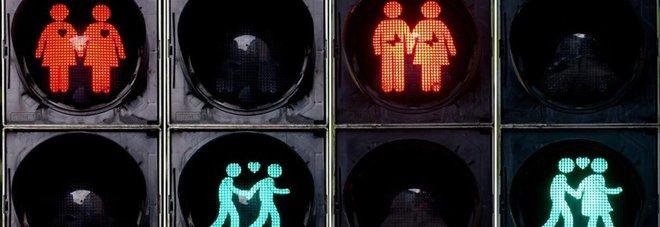 Madrid, semafori arcobaleno per celebrare il World Gay Pride