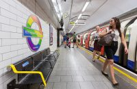 "La metro di Londra abolisce ""ladies and gentlemen"" per non discriminare"