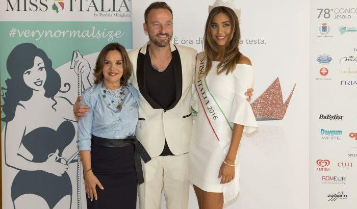 """""""Miss Italia"""" festeggia le unioni civili con la sfilata gay-friendly"""