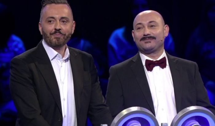 La normalizzazione gay va in onda in prima serata al game show di Gerry Scotti