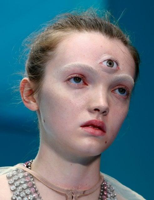 """1e0d563004 Il """"cyborg Gucci"""" rappresenta dunque perfettamente l'ultima odierna folle  frontiera del post-umano, propugnatrice di una improbabile creatura  biologicamente ..."""